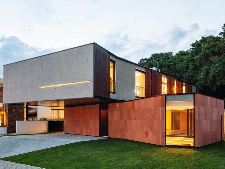 NSN House by Biselli Katchborian Architecture (2014), Curitiba Parana #Brazil ... Area: 460 sqm.  Nelson Kom
