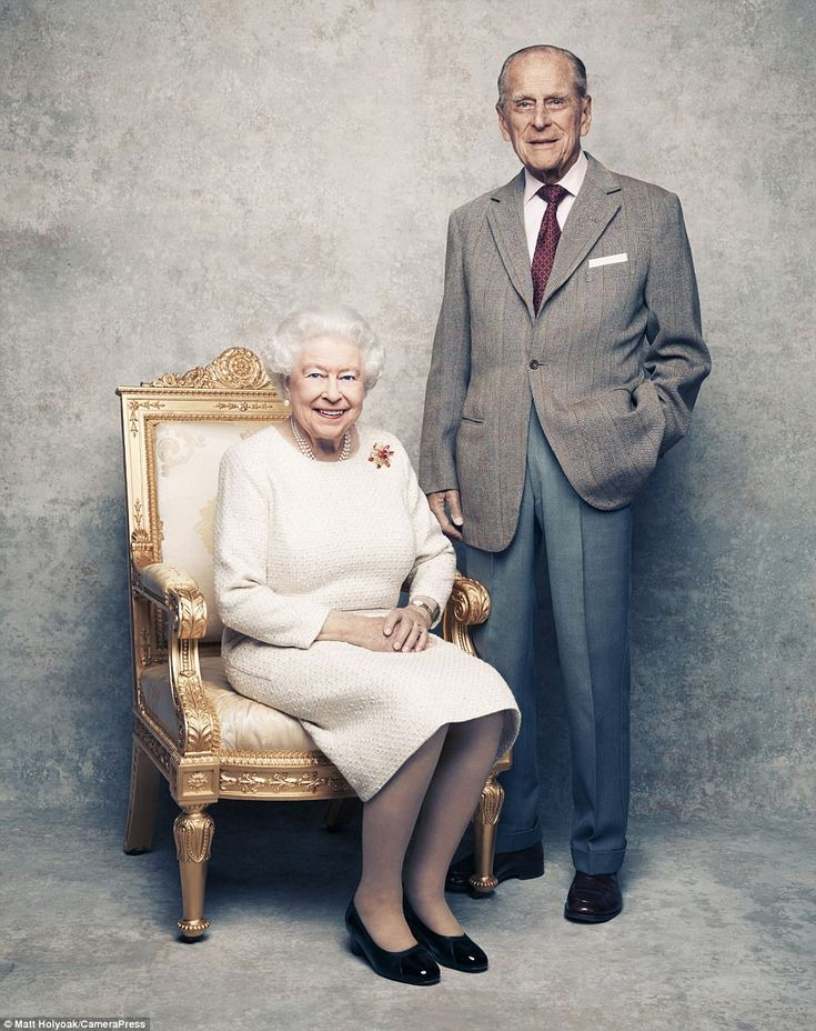 Today mark's the Queen and the Duke of Edinburgh's platinum anniversary, with these portraits against a platinum background. Nov 20 2017