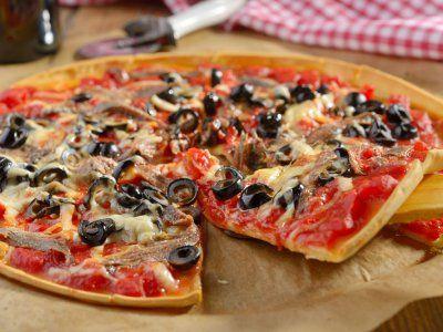 Con una pizza con anchoas impresionarás a todos. Normalmente no comemos un pizza con sabores tan sofisticados pero que guste a todos. ¡Atrévete a prepararlos!