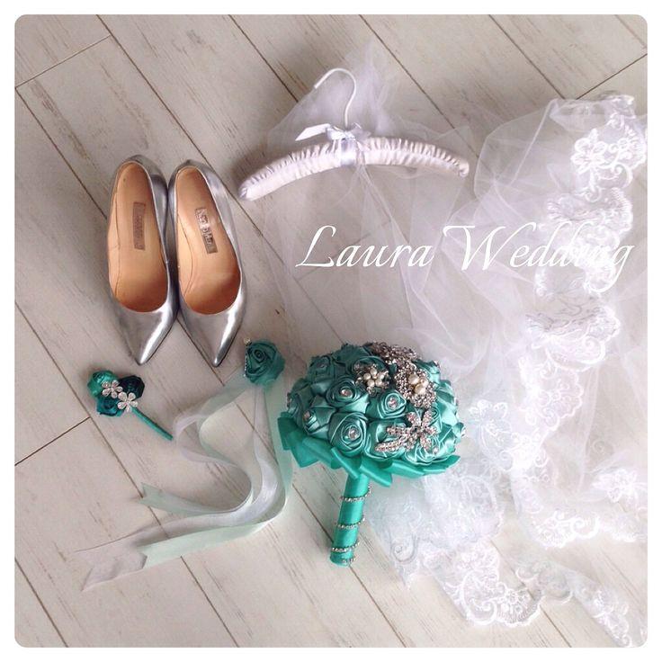 Тиффани свадебный букет из брошек и лент, бутонерка и роза для подружек невесты  туфли Маноло Бланик