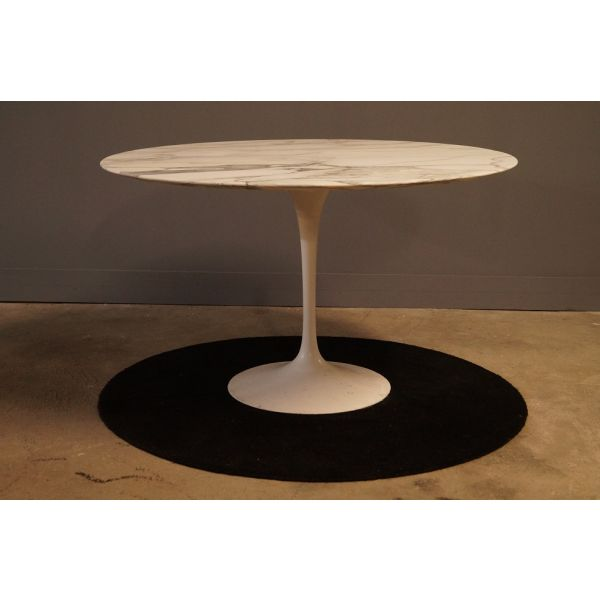 les 25 meilleures id es de la cat gorie table de saarinen sur pinterest table de tulipe. Black Bedroom Furniture Sets. Home Design Ideas