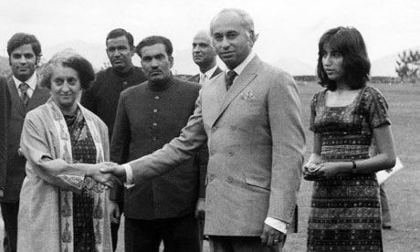 Indira Gandhi shaking hands with Zulfikar Ali Bhutto. Young Benazir Bhutto(daughter) stands to the right.