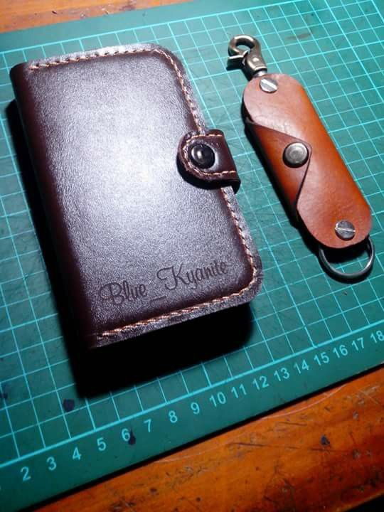 Leather key organizer and leather flipcase