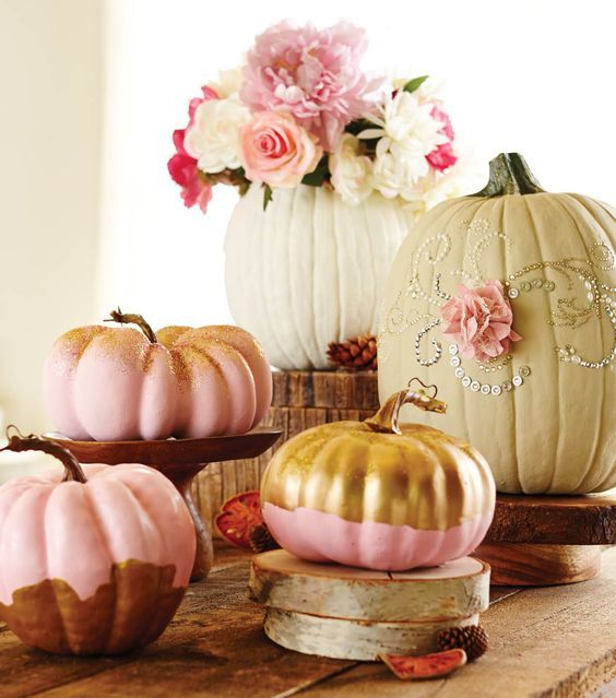 Pink Pumpkin Wedding Centerpiece / http://www.himisspuff.com/fall-pumpkins-wedding-decor-ideas/4/