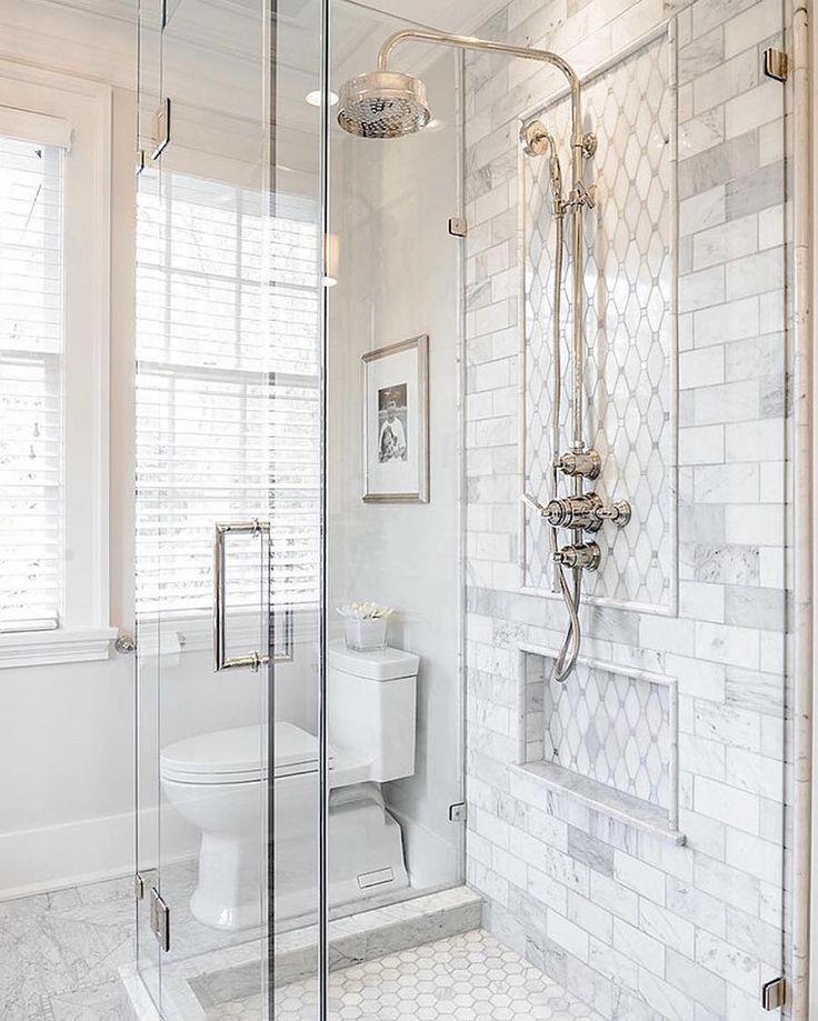 Estas 20 ideas de ducha de azulejos te ayudarán a planificar la renovación de tu baño baños