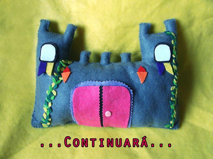Castillo de princesa en marcha!!! Este es el segundo que nos piden y aun tengo un tercero en la cola para hacerlo! Es bastante engorroso hacerlo ya que se tarda mucho en coser lo que es el castillo porque lo hacemos a mano, y también pegar una a una las hojas. Pero bueno, ya queda la princesa, el unicorno, el arcoiris y poco más! #Pag http://quedemanualidades.blogspot.com.es/ #Castillo #Princesa #Fieltro