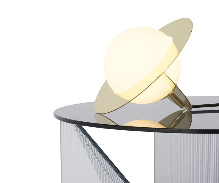 PLANE table light is characterised by its simplicity and bold geometry: basic silhouettes made from a brass plated steel frame and a double layered white glass sphere. Designer : @tomdixonstudio #workshoptonic #design