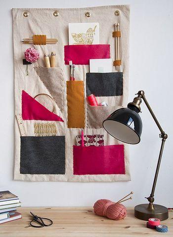 アンティーク風のシックなデスクライト。編み物がはかどりそうですね♪
