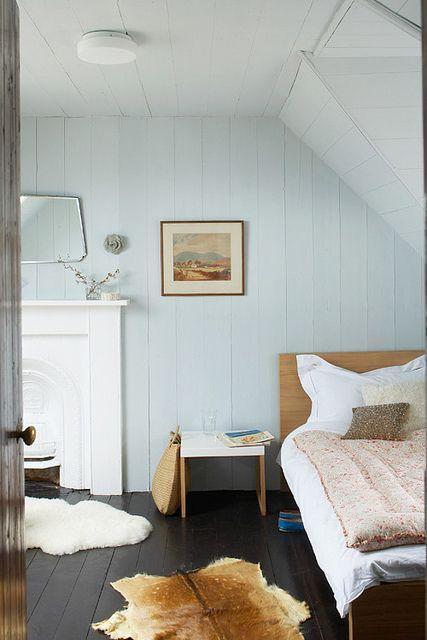 Verf-Voordeel  Het hele lichte blauw op de muur met een donkere vloer ...