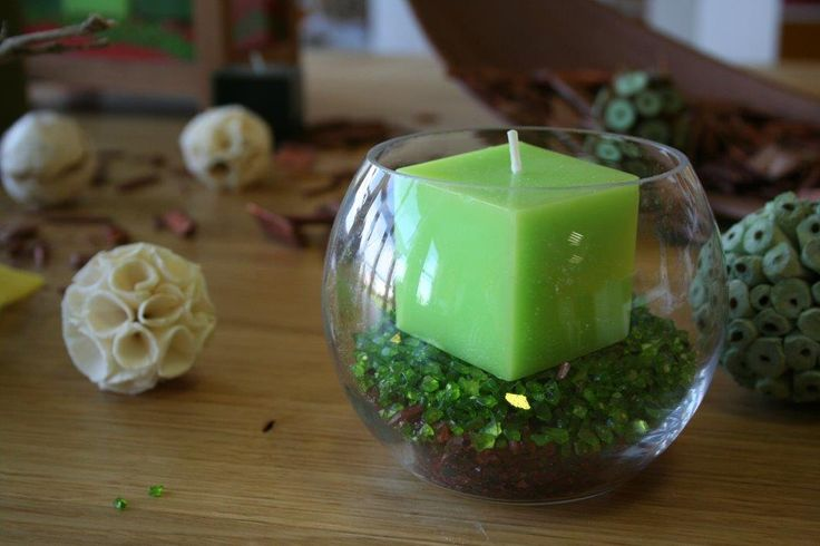 This small candle centerpiece was filled with coloured gravel fitting to the natural decoration
