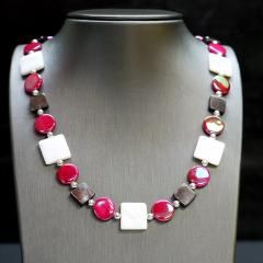 """Mother of Pearl with Plated Silver  Length: 18"""" - 20"""" / 45cm - 50cm Item #: nec009"""