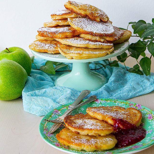 Fluffiga polska pannkakor med äpple. Dom smakar som äppelmunkar och påminner om amerikanska pannkakor. Du måste testa dessa❤ Recept hittar du på bloggens startsida, gå till zeinaskitchen.se och skrolla ner lite så hittar receptet