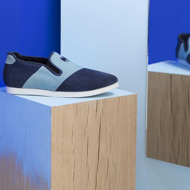 La chaussure d'intérieur Nénufar a été conçue avec un podologue pour un confort optomal. On prend soin de vos pieds ! 👣👌  #nenufar #indoorshoes #chaussure #shoesaddict #paris #france #design #confort #blue #bleu #slippers #lifestyle #unisex #shoes