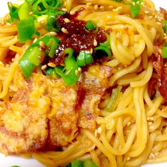 今日のお昼は甘辛い鯛味噌で焼きそば麺で焼きラーメンを作りました。 もちろん、イカの姿フライを後入れで。  味噌にも合うと思いました。 いつもお呼びだてして、申し訳ないような気がするんですが…食べともよろしくお願いしますね - 152件のもぐもぐ - 焼きそば麺で焼き味噌ラーメン鯛味噌で by mayumi0525