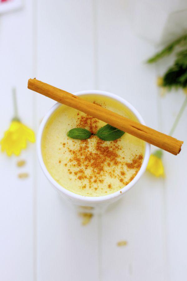 This Mango, Cinnamon & Basil Smoothie really makes my morning! #mangosmoothie #summersmoothies