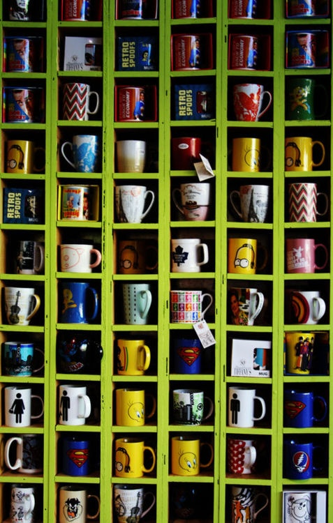 Do you have a mug collection?  I love this shelf.  It is the perfect size to display mugs.