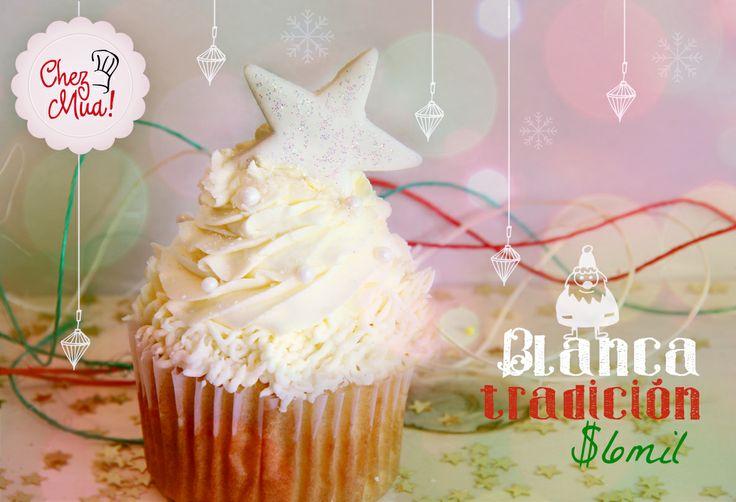 Un arbolito de navidad blanco como la nieve, blanco como la bondad que nace en esta época del año. Si lo quieres haz click aquí https://www.facebook.com/chezmua/app_137541772984354  #cupcake #navidad #calico