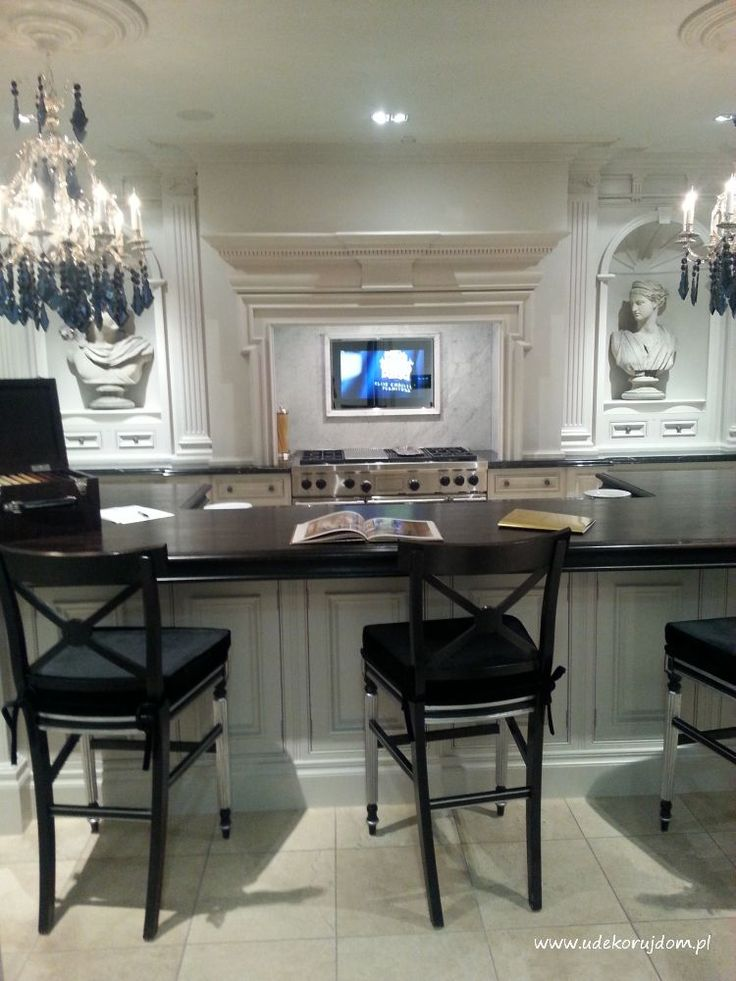 Traditional kitchen black and white
