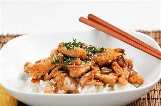 Жареная курица с устричным соусом и овощами