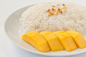 Arroz Glutinoso con Mango Postre Tailandés Te enseñamos a cocinar recetas fáciles cómo la receta de Arroz Glutinoso con Mango Postre Tailandés y muchas otras recetas de cocina.