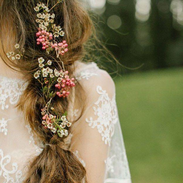 Love this romantic #bridalhair. #braid #romance #flowers #bridal #hair #updo #blonde #wedding #bruiloft #bride #bruid #boda #trouwen #bridalfashion #diy #diywedding #weddingdress #weddinggown #wblog #trouwdag #fashion #trend #vintage #bridallook #pinterest by budgetbridenl
