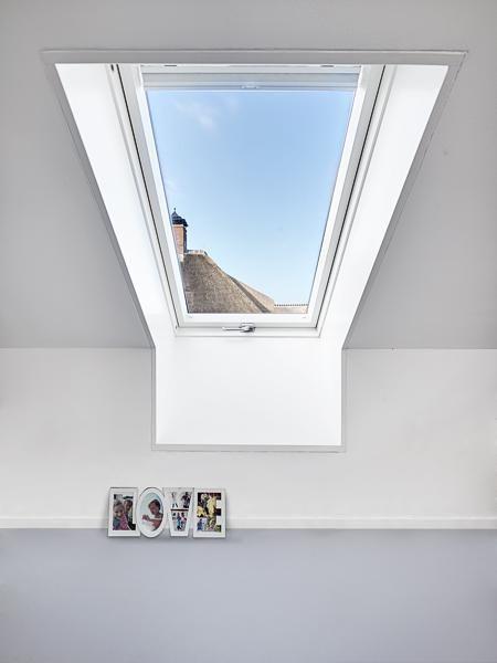 Residential Villa With Thatched Roof / FAKRO – nowoczesna STODOŁA | wnętrza & DESIGN | projekty DOMÓW | dom STODOŁA