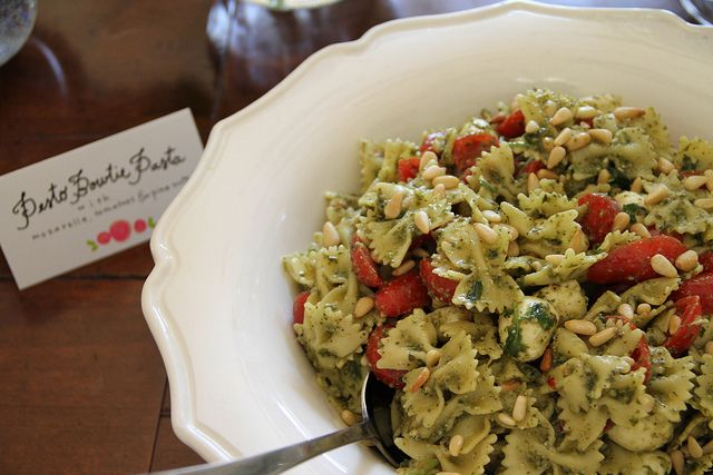 pesto pasta salad - I'll be trying this for the 4th of July picnic!