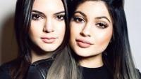 Tα chic παλτό των Kendall και Kylie Jenner θα σε κάνουν να ανυπομονείς να έρθει το κρύο! (φωτό)