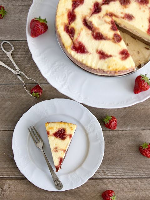 Cheesecake s jahodovým mramorováním