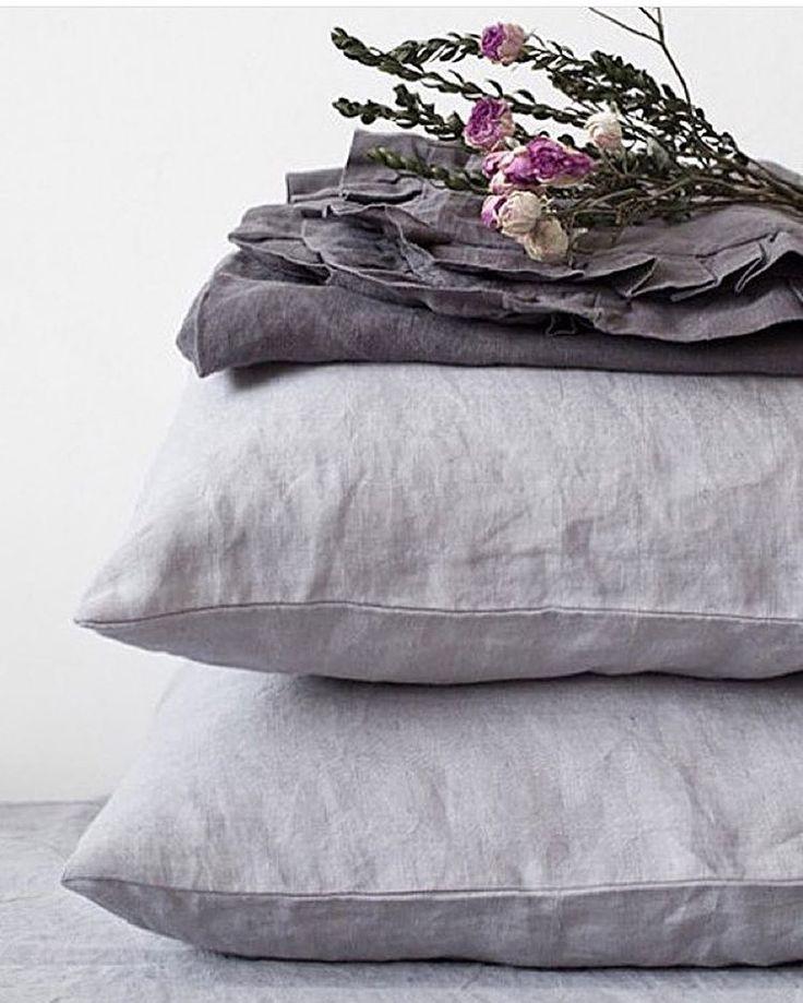 Утром в субботу подушки особенно радуют!😃 А уж такие, как эти из 100% льна, прошедшего процедуру умягчения stone washed, радуют вдвойне😍 всем прекрасного викенда!  #alarushe #лен #linen #латвия #weekend #суббота #доброеутро