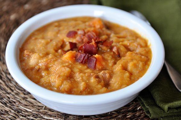Pomalý hrnec sladkých brambor, šunkou a fazolová polévka