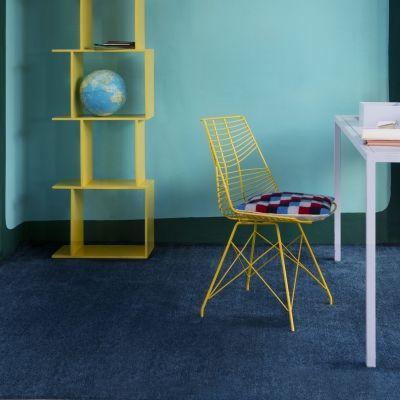 PICCOLO som finns i 13 varma färger, är passande i alla interiörer, med en lyster och utseende som ger en mjuk känsla.