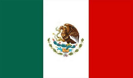 La Bandera de México, las tres colores: verde, blanco, y rojo, y el escudo de armas, la pájaro comiendo un serpiente