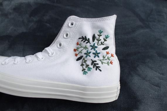 Flower Embroidered Converse | Etsy | Converse haute ...