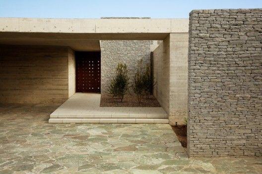 Claro House by Juan Carlos Sabbagh (Hacienda Chicureo, Colina, Santiago, Chile - 2009)