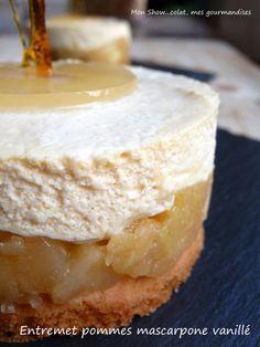 Entremet aux pommes et mousse de mascarpone à la vanille.                                                                                                                                                                                 Plus
