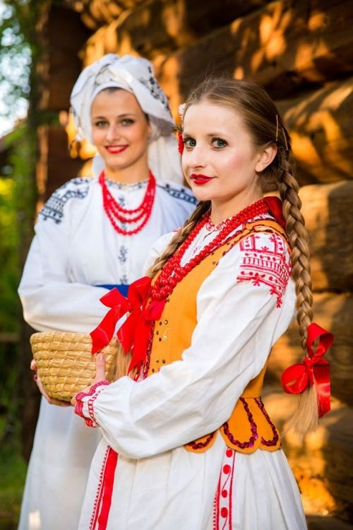 Regional costumes of Lasowiacy, Poland http://polishcostumes.tumblr.com/
