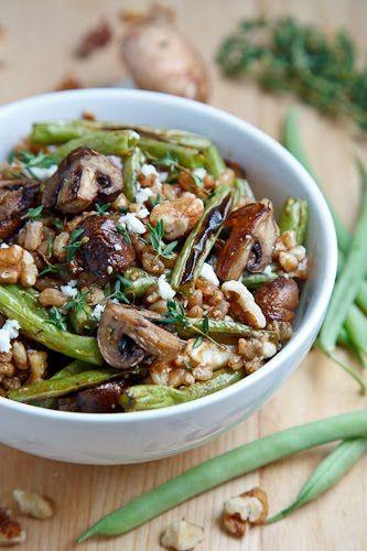 Champignons grillés et salade de haricots verts Farro (Epeautre, champignons, haricots verts, thym, feta (chèvre ou fromage bleu), noix, vinaigre balsamique)