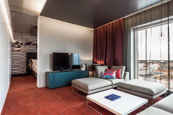 Näköalasviitti. Solo Sokos Hotel Torni Tampere. Ultimate solo room on tyylikäs vaihtoehto hääyölle. Suomen korkeimmasta asuinrakennuksesta on huikea näköala yli Tampereen.