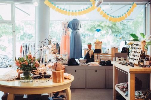 Hey Köln! 💛 Ihr liebt junge Mode abseits von Schildergasse und Hohe Straße? Dann solltet ihr dem Magasin Populaire im Belgischen Viertel mal einen Besuch abstatten!