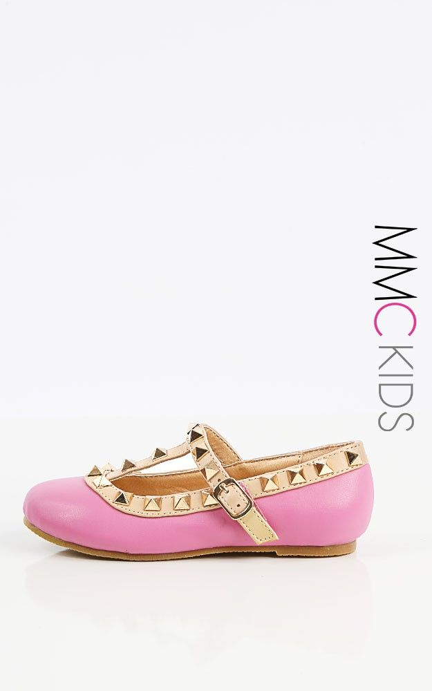 Watch your little rockstar play in style in these kids leatherette studded flats! Features an easy velcro strap for easy, quick access. I MakeMeChic.com