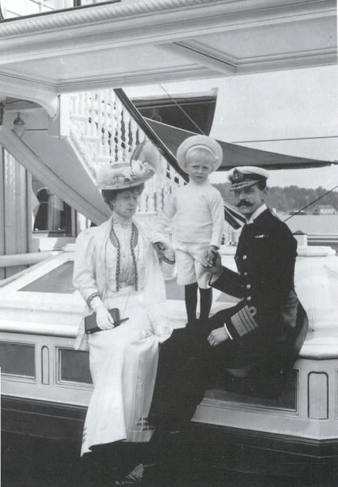 1907 Norwegian royal family - Maud, Olav, and Haakon
