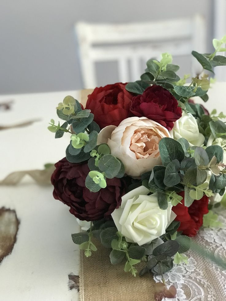 Bridesmaid bouquets for the rustic bride in the colours blush pink, red and plum