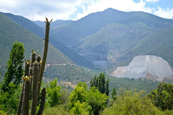 Alhuées una comuna deChile, ubicada en laprovincia de Melipilla, en laRegión Metropolitana de Santiago.