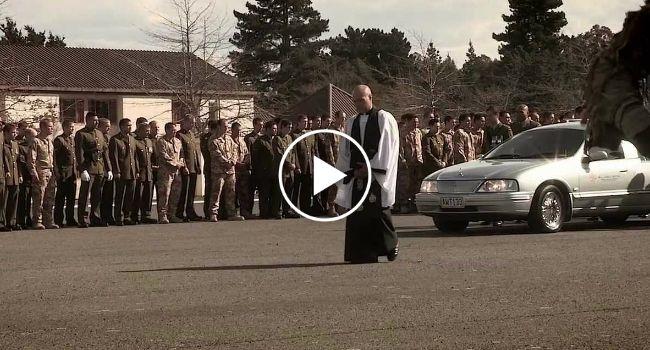 Exército Neozelandês Dança o 'Haka' Para Homenagear Soldados Mortos Em Combate