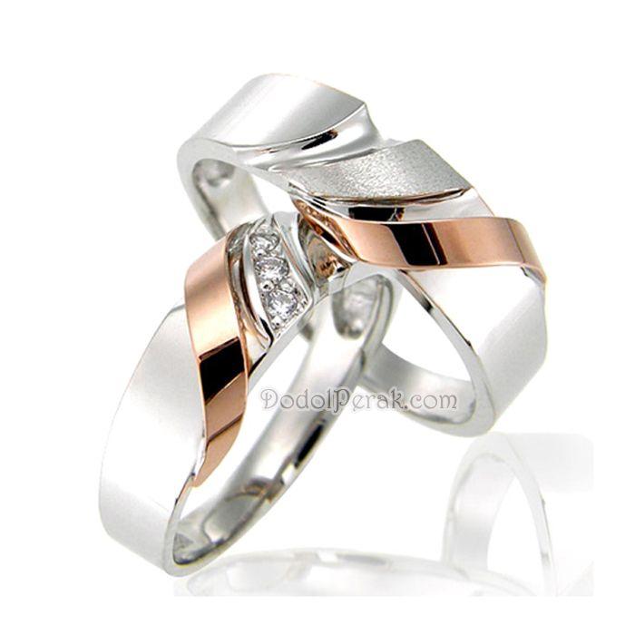 Cincin Kawin Unelko merupakan Cincin Kawin berbahan perak model unik nan elegan, dengan kombinasi rosegold dan silver glossy yang cantik dan untuk wanita dihiasi dengan beberapa batu bulat sedangkan untuk pria dengan kombinasi doff kasar.  Finishing akhir dilapis rhodium. Cocok untuk Cincin Kawin, cincin nikah, cincin tunangan model simple maupun hadiah/kado cincin.