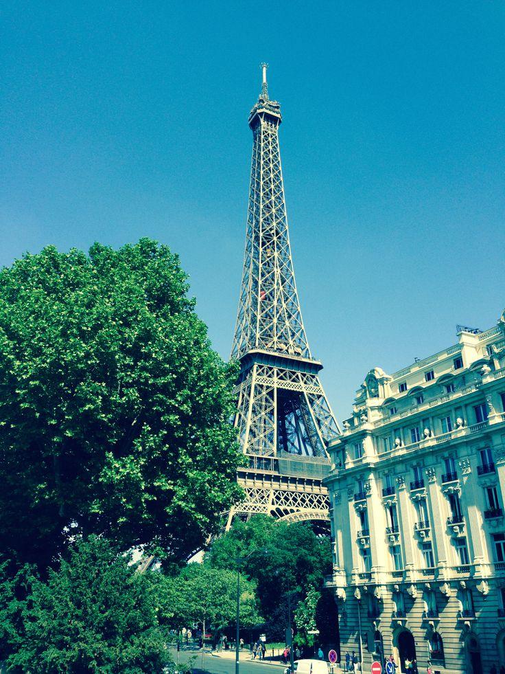 KINSA in Paris - Eiffel Tower