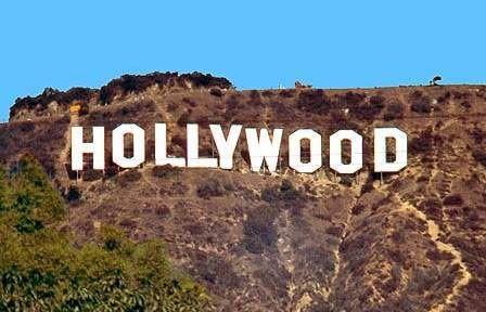 Las letras del letrero de Hollywood miden más de trece metros de altura y efectivamente no fue puesto por ningún cineasta o por impulso de la industria cinematográfica de Estados Unidos, sino una empresa de bienes raíces que tenía la inteción de vender ese terreno. Más especificamente, la idea fue de la esposa de un promotor de inmuebles de dicha empresa. Click para seguir viendo más …