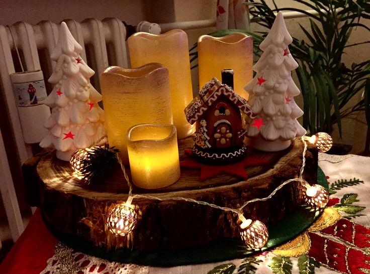 Mein Adventskranz 2016 Kerzen von HSE24, Lichterkette und Tannenbäume von ACTION, Räucherhäuschen v. Käthe Wohlfahrt, alles auf dicker Baumscheibe