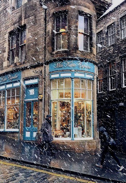 Snowy Edinburgh, Scotland | by liolaliola